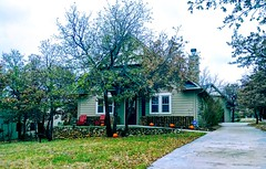 2018-11-13_04-51-28 (lillypotpie) Tags: pumpkins home house cobblestone foilage trees red chairs leaves fallcolors autumn