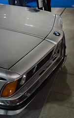 Freccia - Arrow - BMW 635 CSI (E24) - 1979 (Matt Piro) Tags: milan milano milanoautoclassica car auto automobile sportscar motorsport autosalone autosportiva bmw 1979 635 csi e24 bmw635 bmw635csi bmw635csie24 grigio grey muso front frontale cofano hood fiera fair nikon nikond7000 d7000 2018 freccia arrow