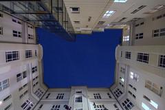 At home with friends (Elbmaedchen) Tags: innenhof durchblick patio berlin himmel sky fassade blau blue kassiopeia sterne deepblue