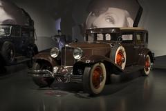 donne e motori (Paolo Dell'Angelo (JourneyToItaly)) Tags: cordl29 1931 museodellautomobile torino piemonte italia piedmont italy nationalautomobilemuseum car usa