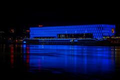Lentos Kunstmuseum Linz bei Nacht (Jutta Achrainer) Tags: achrainerjutta fe24105mmf4goss linz sonyalpha7riii lentoskunstmuseum nacht blau