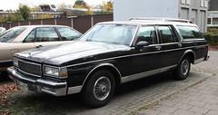 Caprice Wagon (Schwanzus_Longus) Tags: delmenhorst german germany us usa america american old classic vintage car vehicle station wagon estate break kombi combi chevy chevrolet caprice