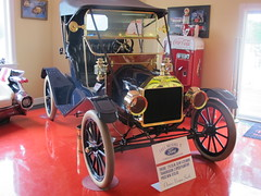 1911 Ford Model T touring roadster, Vernon's Antique Car Museum, Swift Current, Newfoundland & Labrador, Canada (JarvisEye) Tags: vernon car auto automobile antique museum swiftcurrent newfoundland canada 1911 ford modelt convertible touring roadster