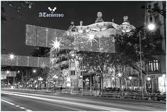 Casa Milá en Barcelona (anselmotorneiro) Tags: anselmo anselmotorneiro ansel barcelona ciudadcondal ciudadmodernista anselmin anselmín callejearbarcelona pasearbarcelona callesmojadas plazacataluña santaeulalia teatroliceu laseu larambla paseodegracia palaciodepedralbes plazaespaña fuenteluminosa laciudadela lamontañademontjuïc portvell elpuerto lasgolondrinas casabatlló bn fotografiablancoynegro casamilà lapedrera turismoespaña turismobarcelona macba sagradafamilia monumentosbarcelona monumentos iphone iphone8 apple horaazul horadorada atardecer cafézürich elpuebloespañol elgótico elgótic torreagbar rascacielos skyline samsung galaxys6 s6 pentax k10d canon canon5dmarkiv fullframe canonef2470mmf28liiusm