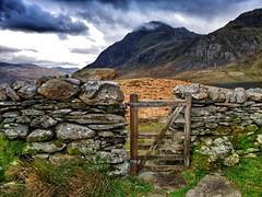 Tryfan o Gwm Idwal. (reudyfam) Tags: tryfan cymru wales mountains snowdonia eryri