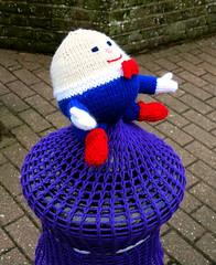 Tring's 'Yarn Bomb' (Snapshooter46) Tags: tring churchsquare knitting knitteddolls animalfigures christmasdecoration publicdisplay yarnbomb