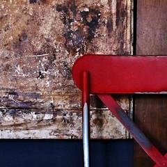 geometrie (archifra -francesco de vincenzi-) Tags: archifraisernia francescodevincenzi square carré texture sedia rosso rouge red geometrie minimalart minimalism legno blue blu bleu rojo azul rot blau