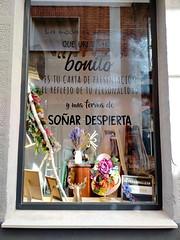 Soñar despierta (Micheo) Tags: granada spain tienda store mensaje barriodelamagdalena buengusto decoracion detalles details moda fashion