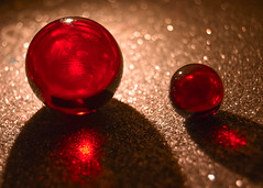 23/365: Red Marbles (Legodude:)277) Tags: 365the2019edition 3652019 day23365 23jan19 red marbles bokeh