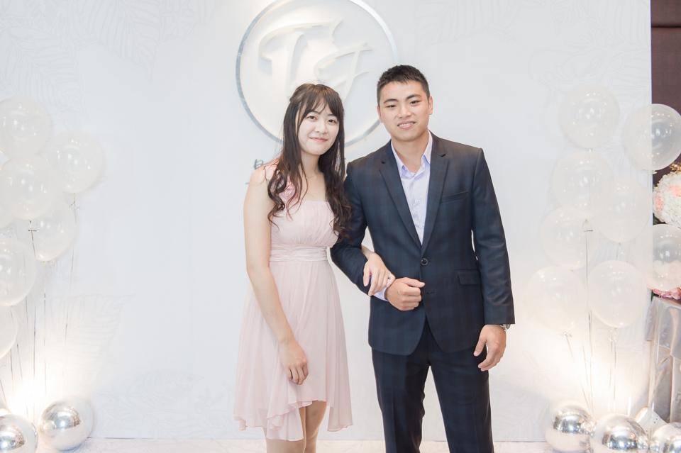 台南東東宴會式場 婚宴 走在幸福的紅毯上 R & B 090