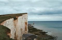 (Lore Stars) Tags: paisaje landscape analógica film 35mm pentaxmv autochinon50mmf17 expired sea coast england beachyhead lighthouse cliff seaside naturaleza nature fujicolor200 travel