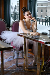 CHA_9746 pret (jeanfrancoislaforge) Tags: koz woman femme beauté beauty fairmont châteaufrontenac quebec quebeccity restaurant restaurantlechamplain window table fenêtre tutu pointes ballerine ballerina