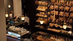 Backwaren und Café (Charlotte Annerl) Tags: wien vienna manufactum shop brot bakery