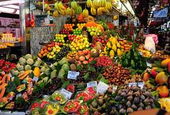 Many fruits (M McBey) Tags: laboqueria market mercado barcelona catalonia catalunya spain espana fruit colour color display city