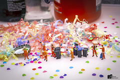 After Party Cleaning - Part2 (bs1ffm) Tags: h0figuren h0 home preiser photography photo happynewyear silvester studio spielzeug surreal party new flickr figures fantasy fun art amateur miniaturen modelleisenbahnfiguren makro minifigures macro minifigs miniature macrophotograhy minifig toys toyphotography tabletopphotography toy ttl tabletop toyphotographie canon