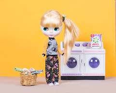 Laundry day! (Eva María Martínez) Tags: blythe dolls blythedolls blythephotography blythephotographer blythephoto cousinolivia blythecousinolivia stockblythe blythetakara dollphotography dollphotographer yellow colourful