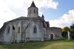 Eglise romane Saint Martin (XIIe), Arces, Saintonge, Charente-Maritime, Nouvelle-Aquitaine. (byb64) Tags: arces arcessurgironde paysroyannais charentemaritime 17 poitoucharentes saintonge nouvelleaquitaine france francia frankreich europe europa eu ue village pueblo borgo dorf église church chiesa iglesia kirche roman romanico romanesque romanesqueart artroman xiie 12th