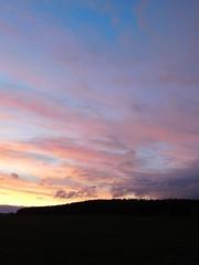 ....schöne Wölkchen.... (elisabeth.mcghee) Tags: abendrot abendhimmel abendsonne sunset sonnenuntergang himmel sky wolken clouds unterbibrach bäume trees wald forest oberpfalz upper palatinate
