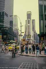 Canon AE-1, New York, May 1980 (Khun Hans Outdoor Photography) Tags: city sincity newyork streetphotography street streetphoto analogphotography filmphotography canon canonae1 timessquare westsidestory broadway
