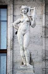 Prager Fassadendetails - 24 (fotomänni) Tags: prag praha prague kunst art reisefotografie statue skulpturen skulptur sculpture manfredweis
