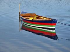 Peinture fraîche (Jolivillage) Tags: jolivillage gruissan aude languedoc barque barca boat couleurs eau water acqua occitanie languedocroussillon france francia europe europa geotagged