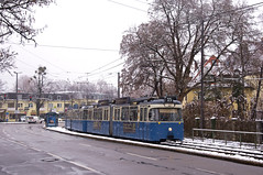 P-Zug 2006/3004 verlässt den Theodolindenplatz (Frederik Buchleitner) Tags: 2006 3004 linie15 munich münchen pwagen schnee strasenbahn streetcar tram trambahn winter