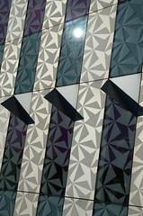 Motifs (DJ Axis) Tags: facade rosemont montreal bibliotheque mur verre glass motif pointe noir pattern fenêtre design abstract window abstrait blanc alt triangle spike indoor