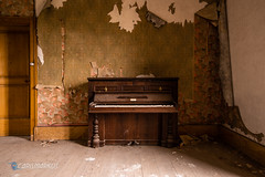 Piano des Templiers (Carismarkus) Tags: abandonedplace availablelight beautyindecay beautyofdecay decay derelict fermedestempliers france frankreich lostplace pentax pentaxdfa1530 pentaxk1 urbanexploration urbex verfall vergessen forgotten piano klavier