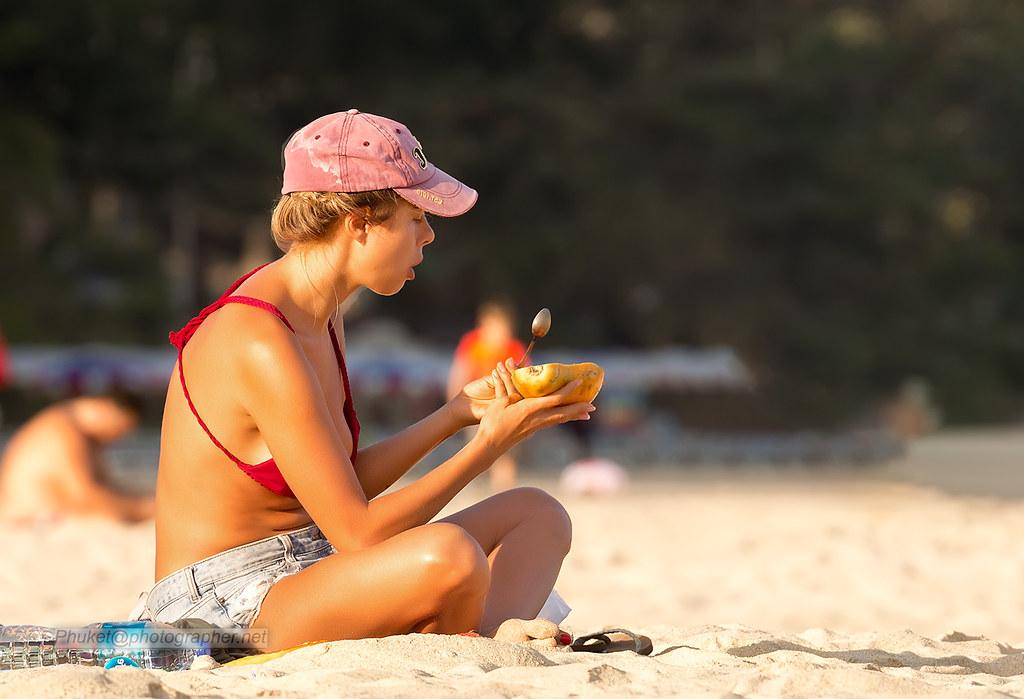 фото: Pretty girl at Nai Harn beach, Phuket XOKA9593s