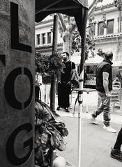 L O G. (CK63) Tags: street blackandwhitestreetphotography peopleinthestreet people candidphotography fotografiacándida fotografiacallejera blancoynegro bwphotography men outdoormarket streetmarket santamariamallorca mallorca