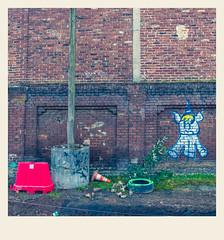 Arras Otherwise / Arras Autrement #35 (Napafloma-Photographe) Tags: 2018 arras architecturebatimentsmonuments arrasotherwisearrasautrement artois hautsdefrance pasdecalais personnes techniquephoto napaflomaphotographe photoderue photographe province streetphoto streetphotography traitementcroisé brique blue red mur wall france bâtiments catégorieprojet géographie métiersetpersonnages boutique fr