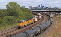 Transfer coming home (GLC 392) Tags: mo ks kansas kck city missouri up union pacific emd sd40n downtown down town bridge skyline sky line railroad railway train transfer tree trees cloud clouds cloudy 1767 1637