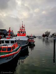 Seenotretter im Niendorfer Hafen (ChristianeBue) Tags: deutschland germany schleswigholstein niendorf timmendorf hafen harbour seenotretter dgzrs ostsee meer ocean sar baltic sea ship boats