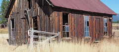 Wide Angle Rustic (Eclectic Jack) Tags: eastern oregon trip october 2018 rural agriculture farm farming autumn fall mountains irrigation abandoned house structure home