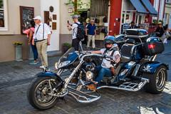 Brugge 2017-05-27 (V2) (saigneurdeguerre) Tags: europe europa belgique belgië belgien belgium belgica brugge bruges ponte antonioponte aponte ponteantonio saigneurdeguerre canon 7d mark 2 ii eos westvlaanderen vlaanderen moto bike street streetshot photoderue tricycle