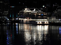 Cruise ship in Auckland harbour (♥ L'humoureuse :-)) Tags: cruiseship auckland newzealand night reflections