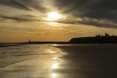 Tynemouth Longsands (ca2cal) Tags: england tyneandwear tynemouth beach sand longsands water wave sea coast sky skyscape cloud waterscape pier lighthouse landscape sun sunrise morning priory tynemouthpriory silhouette reflection website