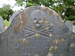2018.09.23-16.27.51 (Pak T) Tags: cemetery crossbones grave graveyard groton headstone lawrence massachusetts oldburyingground skull skullcrossbones skullandcrossbones