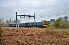 No wires required..... (stavioni) Tags: gwr first great western railway class165 turbo diesel multiple unit rail train 165109