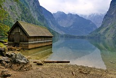 Flood marker (evakatharina12) Tags: obersee königssee berchtesgaden bavaria germany alps lake water mountains rocks outdoor boathouse house reflection summer