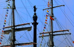 Columbus shows the way where to go (gerard eder) Tags: world travel reise viajes europa europe españa spain spanien harbour hafen harbor barcelona sailing sailingship mediterraneo maritime colombus colón monuments outdoor seascape historicsites historic boats boote barcas ships sea