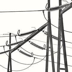 Pas toujours connectée... Mais toujours branchée !😉 (jmollien) Tags: noiretblanc bnw blackandwhite blackwhite highkey lignes ligne courbe lumière graphisme minimalisme