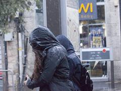 Rain on Jaffa Street (zeevveez) Tags: זאבברקן zeevveez zeevbarkan canon people rain jaffastreet