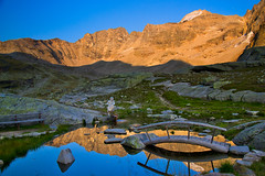 Summer evening in the Ortler group (echumachenco) Tags: mountain mountainside peak ridge crest rock scree rubble grass stone lake water reflection bridge wood statue sky evening sunset eveningpink eveninglight summer august hoherangelus zaytal valledizai düsseldorferhütte rifugioserristori solda sulden southtyrol südtirol altoadige italy italien italia alps outdoor landscape serene nikond3100 ortlergruppe