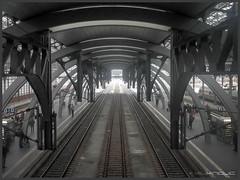 3 Gleise... (Schnitzel_bank) Tags: architecture architektur bahnhof lübeck station rail gleise tracks halle smartphone cellphone drei hall building