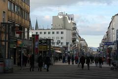 Favoritner Fußgängerzone (Wolfgang Bazer) Tags: favoriten favoritenstrase favoritner fusgängerzone pedestrian zone viktoradlerplatz viktoradlermarkt wien vienna österreich austria street