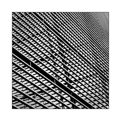 Lignes et reflets (Jean-Louis DUMAS) Tags: abstract abstrait abstraction architecture architectural architecturale noiretblanc noir nb noretblanc bw black blackandwhite blackwhite blackwhitephotos blanc structure lignes lines reflets reflection london londres
