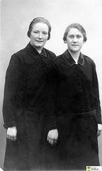 tm_6041 (Tidaholms Museum) Tags: svartvit positiv fotografier gruppfoto kvinnor frälsningsarmén salvationarmy