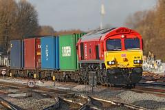 66100 Class 66 'Armistice 100 1918-2018' (Roger Wasley) Tags: 66100 class66 armistice100 19182018 dbcargo oxford station trains railways freight cargo locomotive diesel