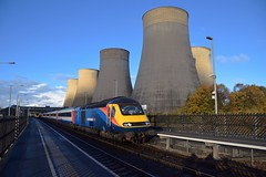 Former Grand Central HST Stock, 43484 top n tail with 43467 pauses at East Midlands Parkway, with the 15.45 Nottingham to London St Pancras service. 07 11 2018 (pnb511) Tags: eastmidlandstrains 1046 17112018eastmidlandsparkway midlandmainline diesel ratcliffepowerstation coolingtowers track station platform hst highspeedtrain intercity125 class43